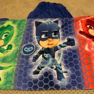 Set of two PJ Mask hooded towels